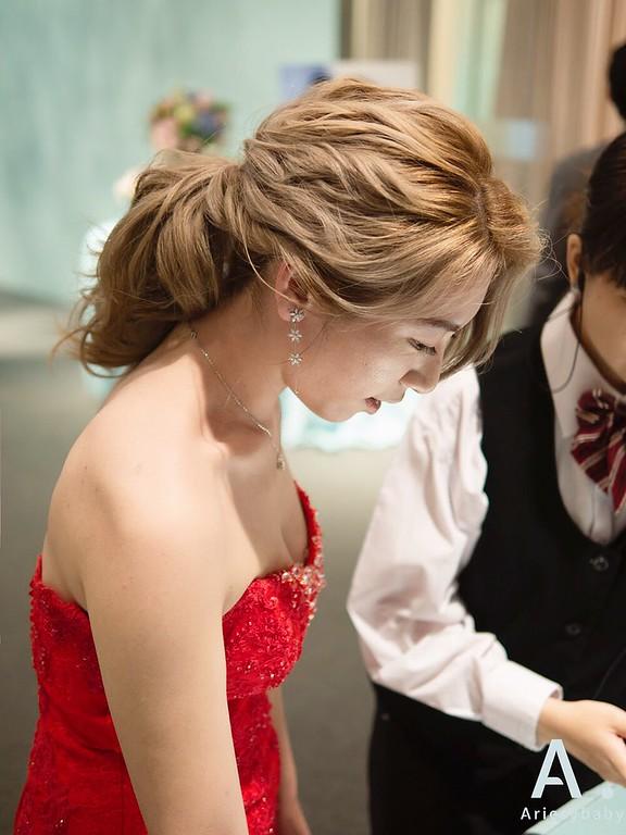 新祕,Ariesybaby造型團隊,清透自然妝感,新娘髮型,蓬鬆線條低馬尾