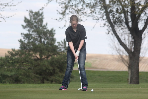 Siouxland Conference girls' golf at Rolling HIlls 5-4-17