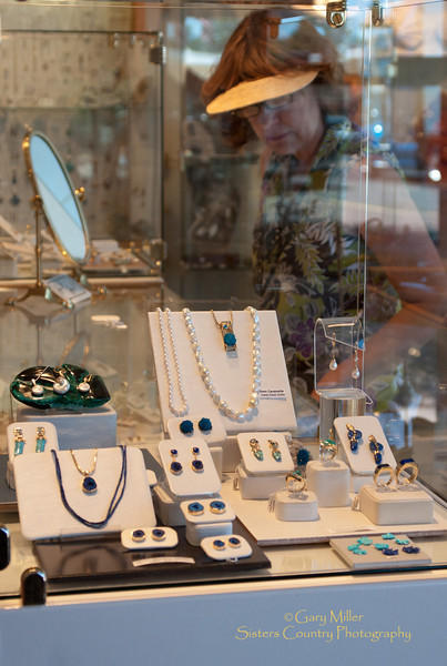 Shopping at the Jewel - Sisters, OR - Photo by Gary N. Miller - Sisters Country Photography