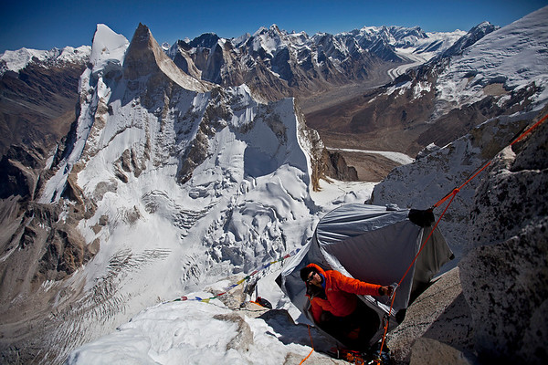 Renan Ozturk looking up the route from their highest portaledge camp (20,000ft).