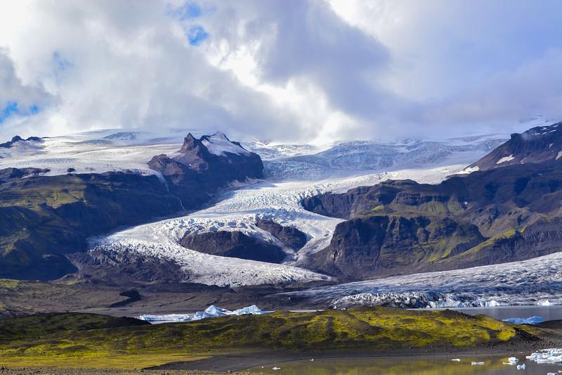 Fjallsjökull glacier, descending from Iceland's largest ice cap, Vatnajökull.