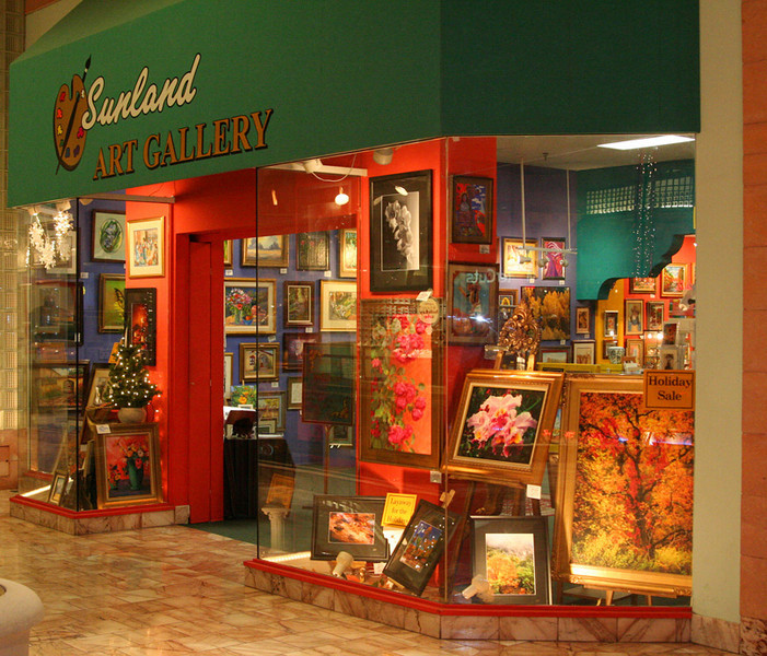 Resident artist of the Sunland Art Gallery in 2005.