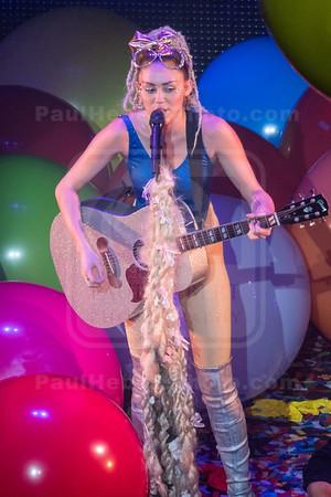 Miley Cyrus & Her Dead Petz In Concert - Detroit