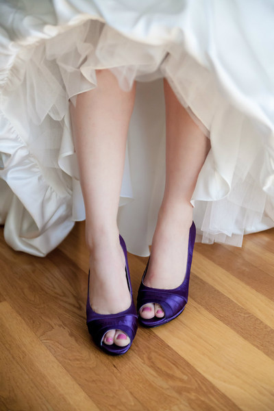 Getting ready at home. Brides violet shoes.