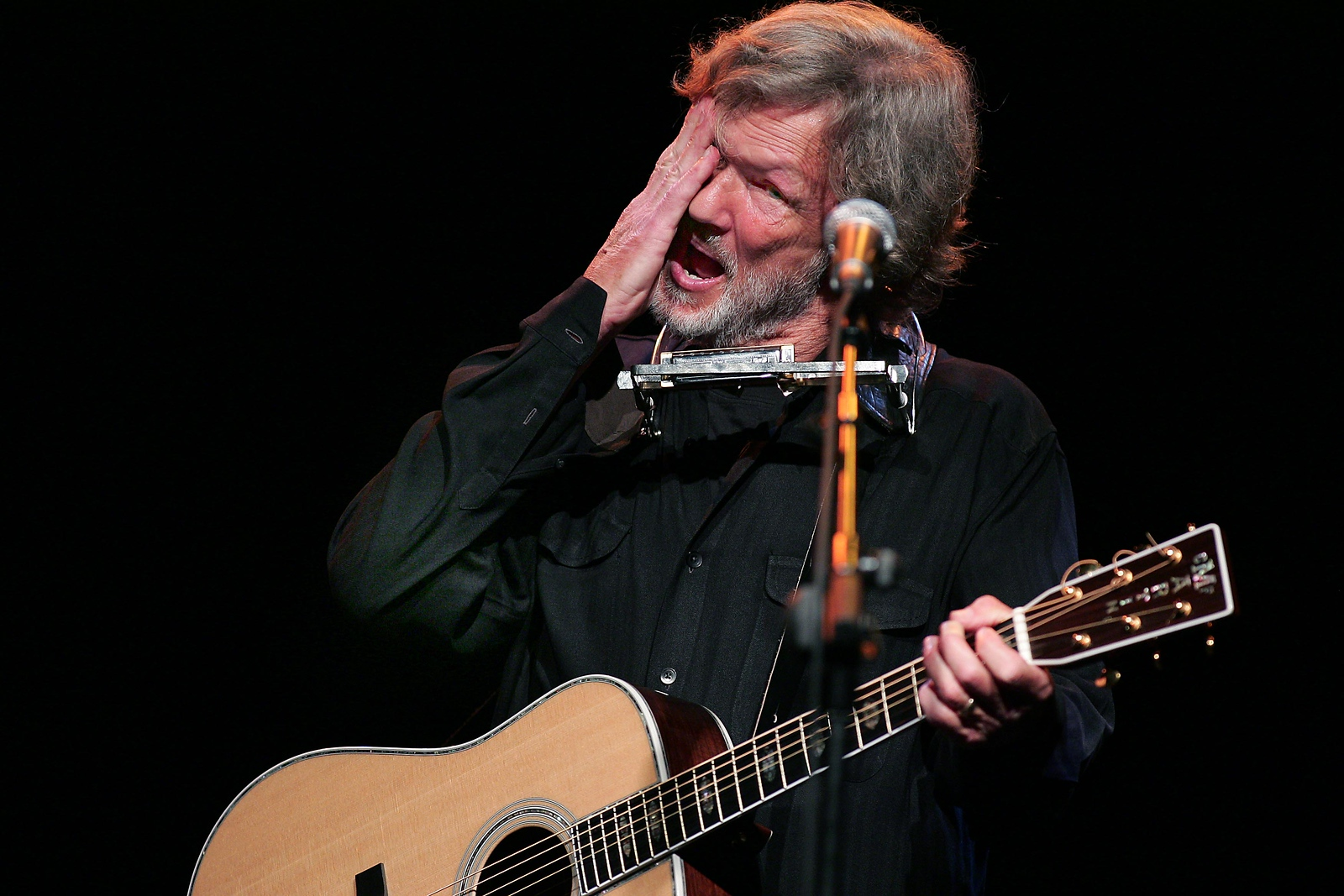 Kris Kristofferson wipes the sweath from his brow at the  sell out concert in the INEC in Killarney where the  world famous Singer/Actor played all his favorite songs on Thursday night.Photo Brendan Landy