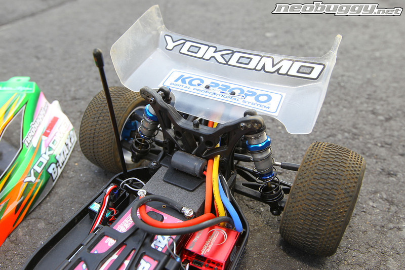 http://gallery.neobuggy.net/Site-Photos/Yokomo-B-Max2/i-7dM2N2D/0/L/AT41968-L.jpg