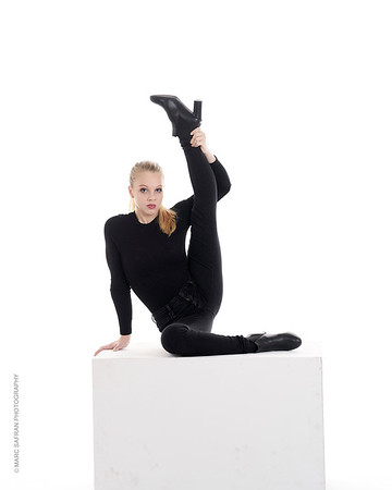 Camille Van Bettsbrugge - Cirque Contortionist , Beligium