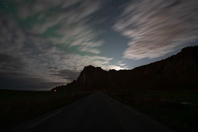 Helaas te bewolkt voor het noorderlicht. Achter de wolken komt nog wel een groene gloed weg