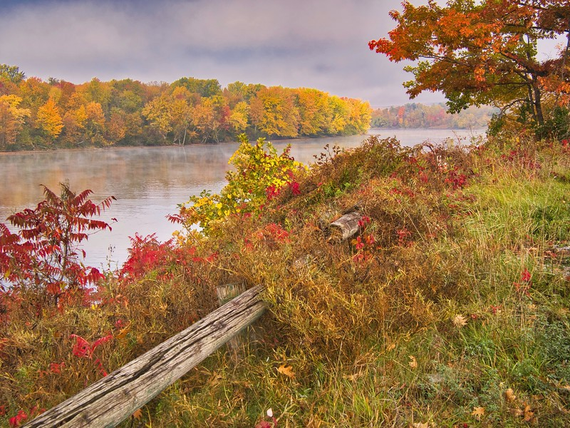 Fall colors on the Gatineau river