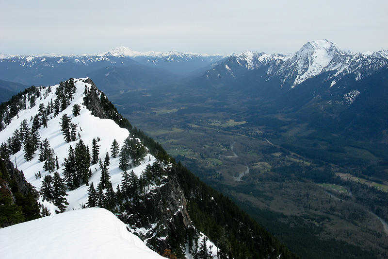 Glacier Peak in the distance with Whitehorse to the right.