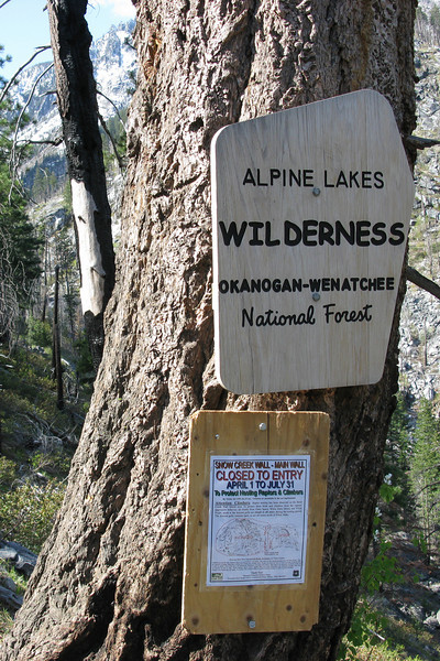 A portion of Snow Creek Wall is closed to climbers due to falcon nesting.