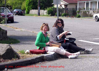 Valerie & Diedra sketching on the corner.  Watch out for that bus!  It cuts very close to the curve as it goes around the tiny traffic circle.  This was their 1st outing with Sea USK.