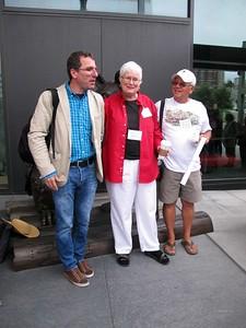 Frances Buckmaster introduces Gabi Campanario , the founder of Urban Sketchers.