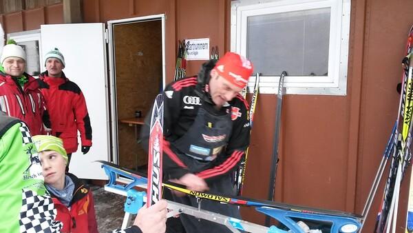 Roland Schmauder beim Wachsen