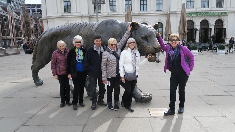 Out for a stroll around Oslo Saturday morning - Marli, Luella, Chi, Helen, Liz & Christina