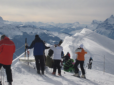 No, DCW is just admiring the view ... not preparing to hike across past the barrier to tyhe start of the off-piste runs ....