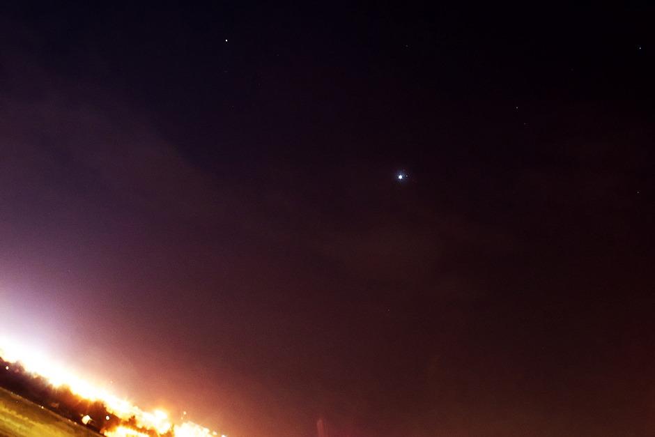 Venuše míjí Plejády 3.4.2012 - Canon 350D, EF-S 18-55mm