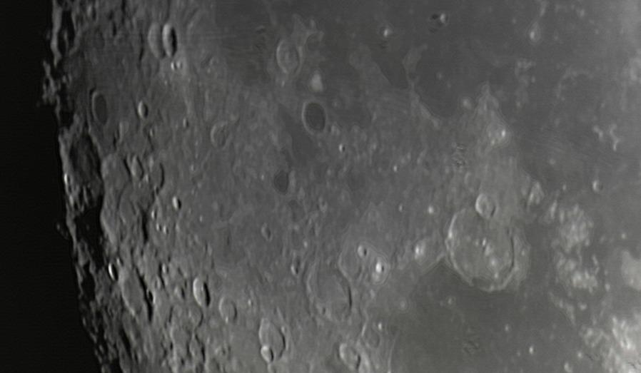 Měsíc 24.4.2013 cca 2:30 - SkyWatcher 130/650, MS Lifecam 5000HD. Pahorkatina jižně od Oceánu bouří. Napravo dole část Moře par, na jeho horním okraji kráter Gassendi.