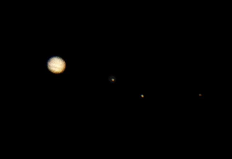Jupiter 21.12.2012 cca. 4:30 - Skywatcher 130/650, 2xBarlow, Canon 350D ISO 1600, kompozit 1/30s a 1.5s