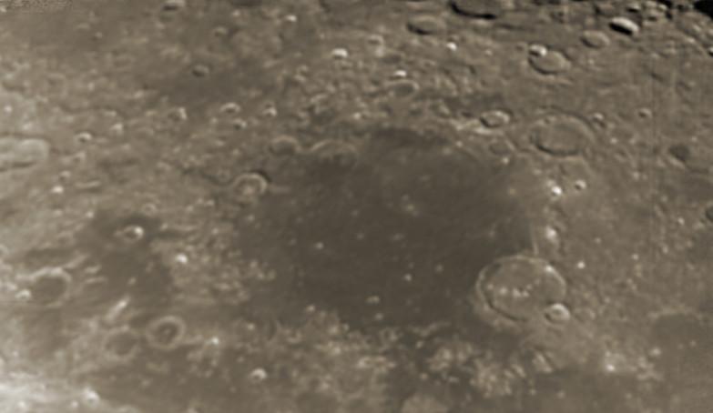Měsíc 13.4.2014 cca. 3:15 SELČ - Moře vláhy.