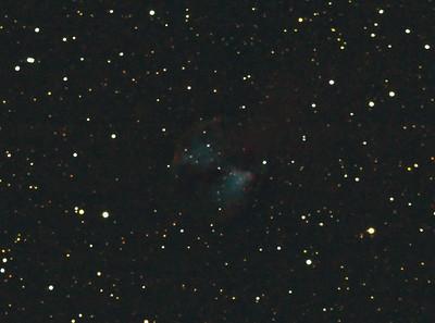 Jeden poměrně zoufalý pokus o planetární mlhovinu M27 Činka v souhvězdí Lištičky 15.8.2012. Skywatcher 130/650, Canon 350D, barlow 2x, EQ2, 80x20s, ISO3200, dark, flat, bias.