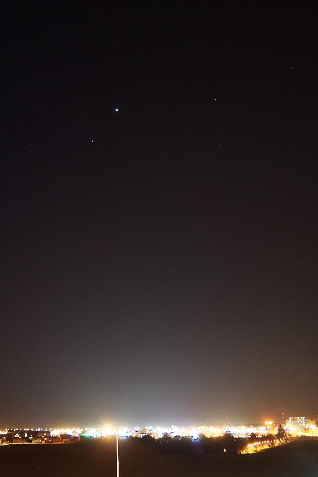 Venuše, Jupiter a část souhvězdí Berana a Trojúhelníku