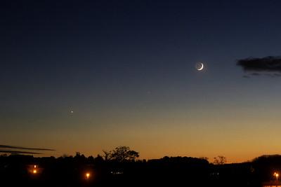 Zleva Venuše, Saturn, Měsíc.