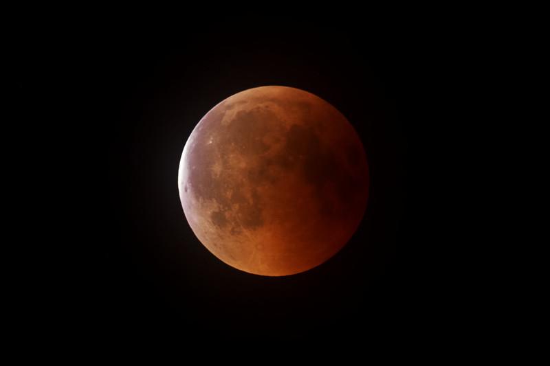 Začátek výstupu ze zemského stínu, cca. 23:21 SELČ