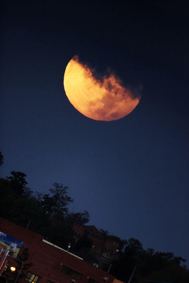 6:38 CEST - Měsíc těsně před západem