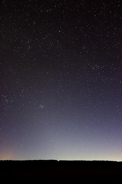 Zvířetníkové světlo je tu sice hodně slabé, ale přesto je viditelné. Čas zhruba 21:05 SELČ.