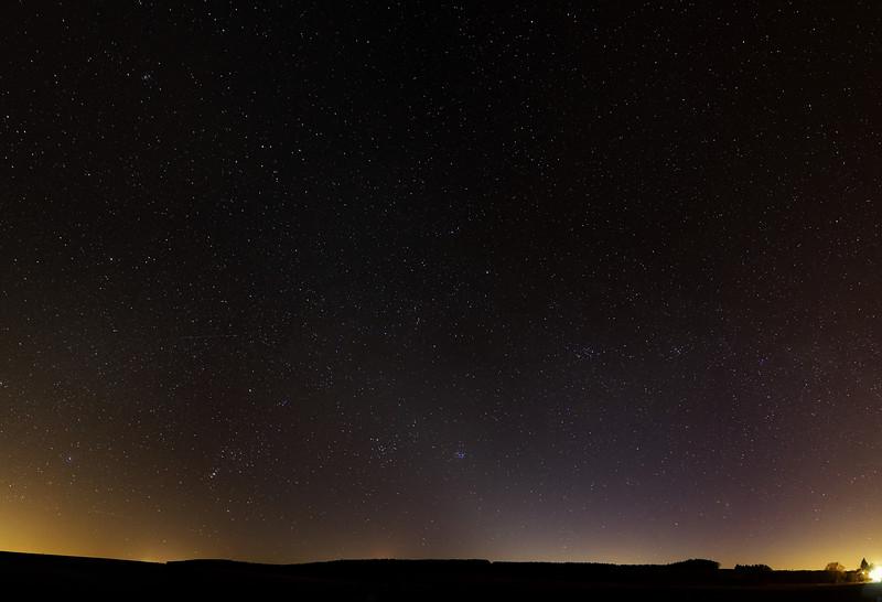 Velké panoráma, na kterém je zvířetníkové světlo vidět asi nejlépe. Čas zhruba 21:10-21:20 SELČ.