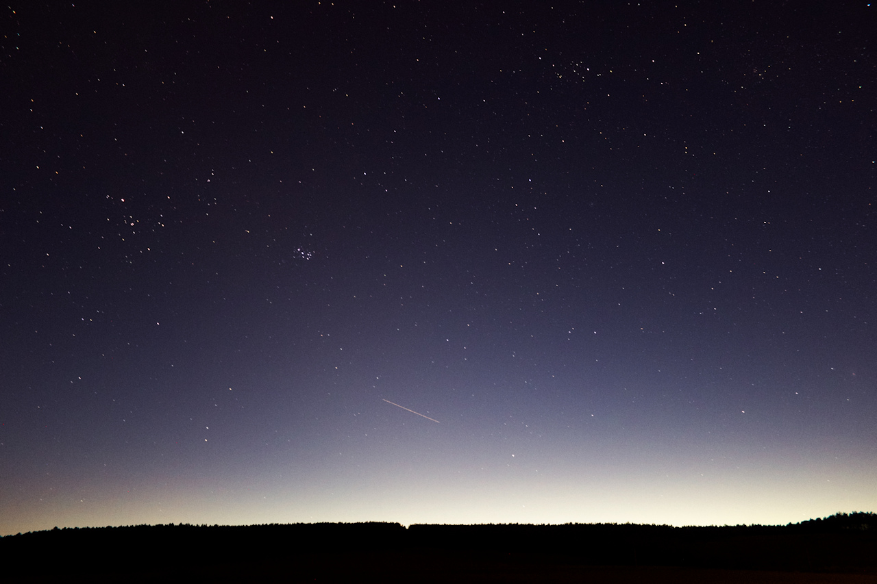 První pokus na stále ještě poměrně světlé obloze. Čas zhruba 20:54 SELČ.