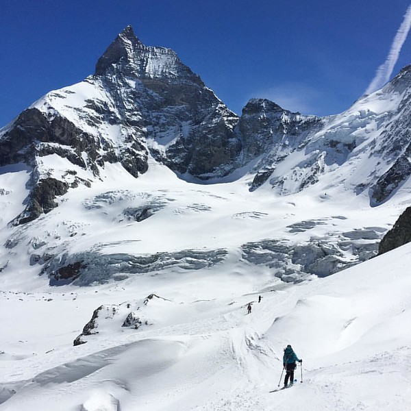 Toblerone in view. @julie_outdoor, @diegocairns and Matt navigate down to Zermatt for tarte from the Col de Valpelline 3557m