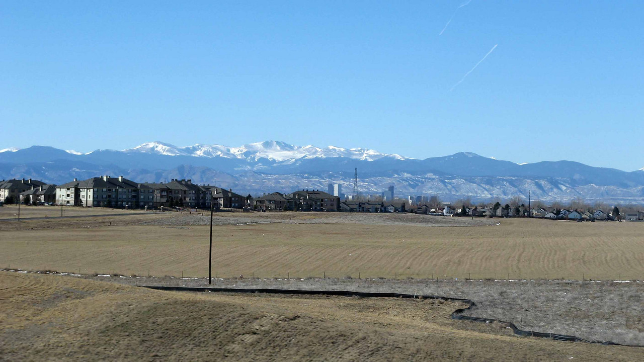 184 Rocky Mtns from plains near Denver