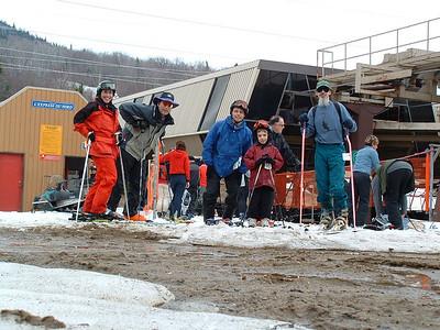 Photo par Lucky Luke: 1 mai 2004. SuperNat, Éric, Lucky, Alex et MadPat au bas du nord.