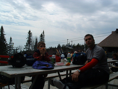 Photo par Lucky Luke: 1 mai 2004. Lucky et Éric au sommet.