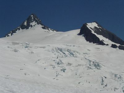 Another view of the glacier.