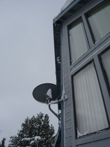 03/22/2011 -DirecTV Dish and Broken Ham Radio Doublet Antenna