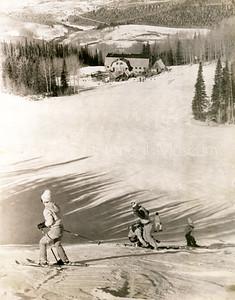 2006-01-103: Skiing Above Gorrono Restaurant