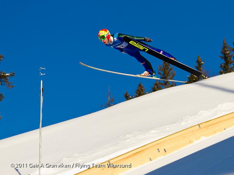 Kongen av Vikersund, Johan Remen Evensen, som satte to verdensrekorder under fredagens trening og kvalifisering, på 243 og 246,5 meter. Her i prøveomgangen første renndag.