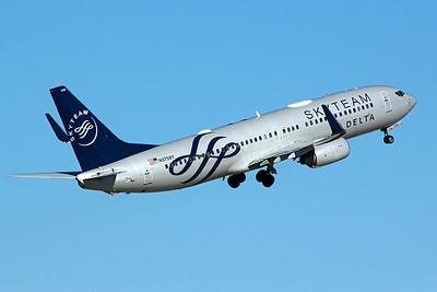 Delta Air Lines Boeing 737-832 N3758Y 1-16-17