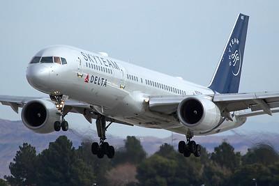 Delta Airlines Boeing 757-231 N717TW 2-5-17