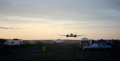 1977  - St Antoine sur Richelieu dropzone  -  6 am  buzz job !