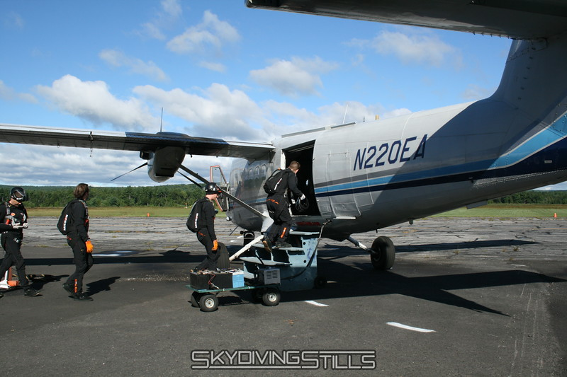 Load 1 boards the plane at 9am... quick flight with only team Mandrin on board. 8/18/07