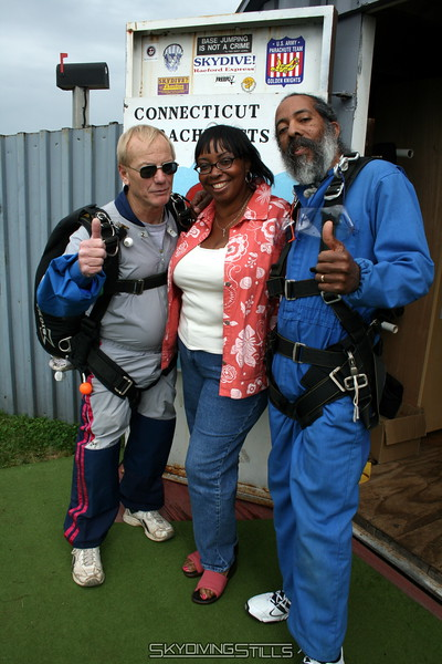 Derick poses with his wife and Larry before his second tandem jump. 6/10/07