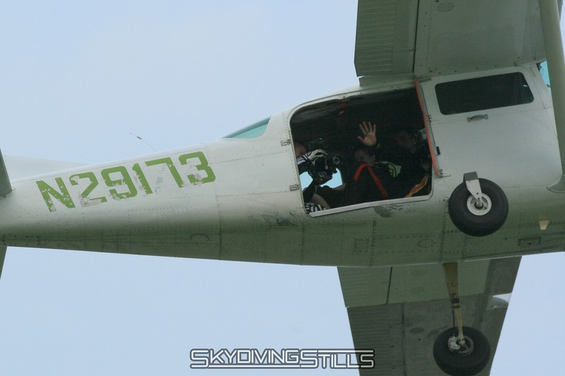 Jim waves hi as RipcorD films the takeoff. 6/28/08