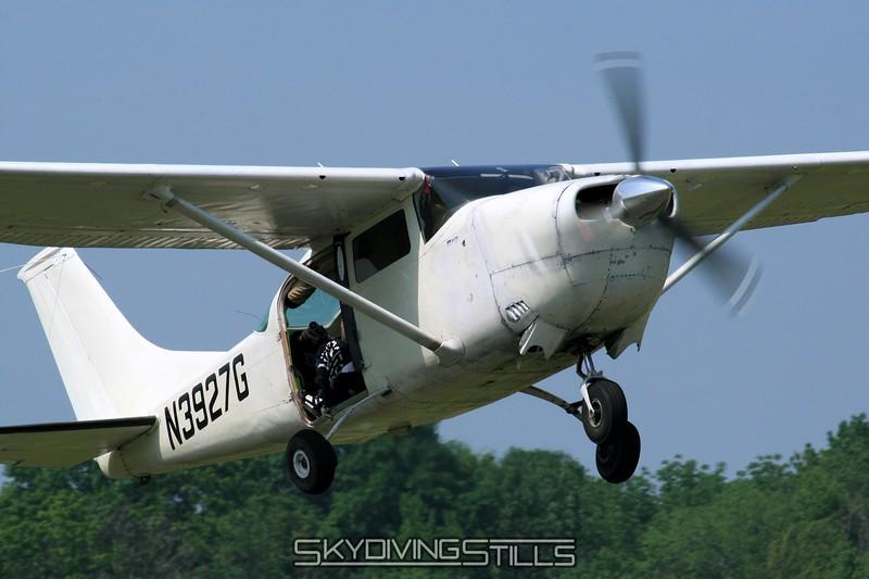 Cessna 206 climbs away. 6/7/08