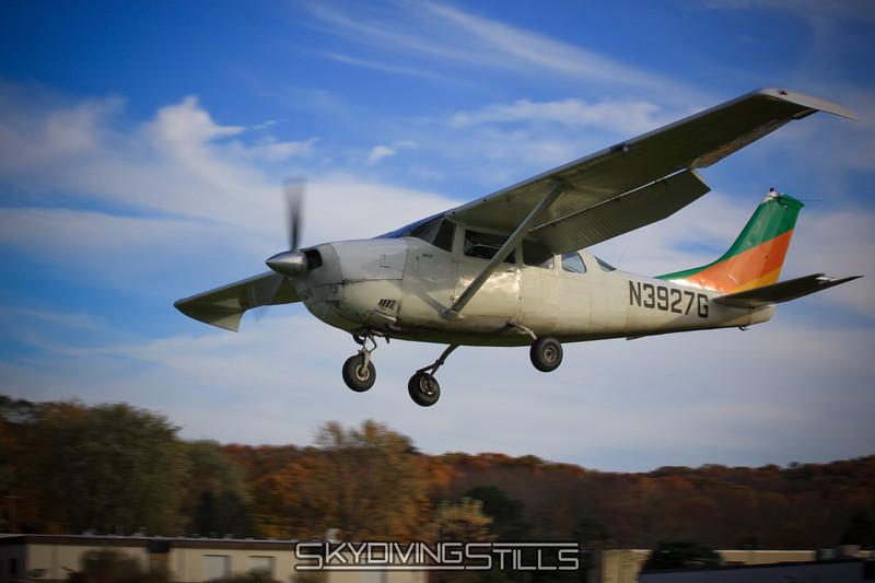 Cessna 206 on final. 10/25/09