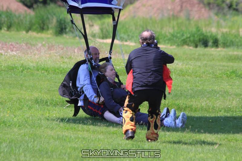 Roger vidoes a tandem landing. 5/30/09