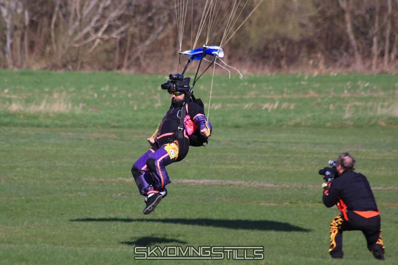 Roger gets a closeup of Oke's landing. 4/3/10